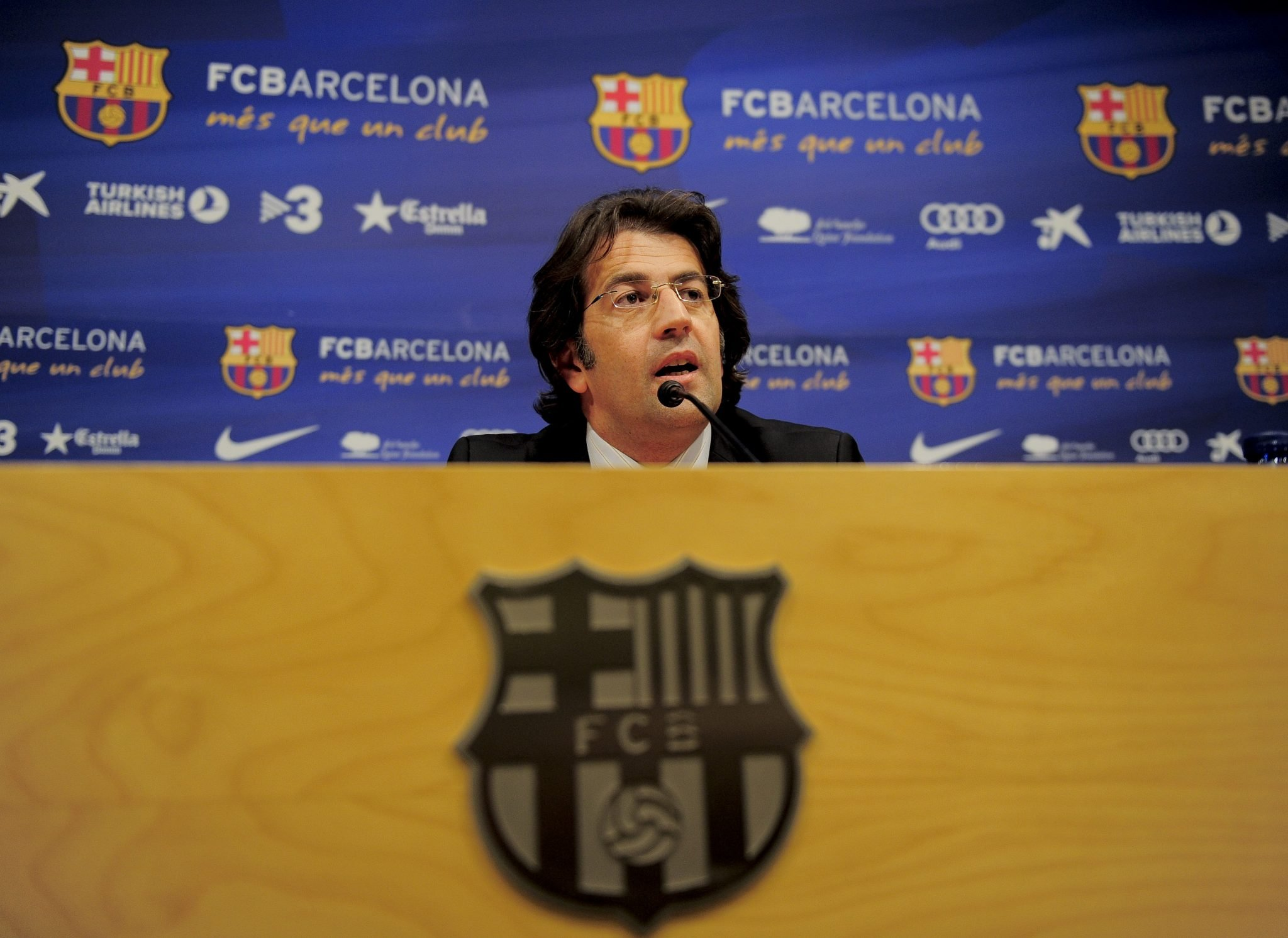 Barcelona presidential candidate takes a jab at Madrid president, calls him VARentino Perez - Bóng Đá