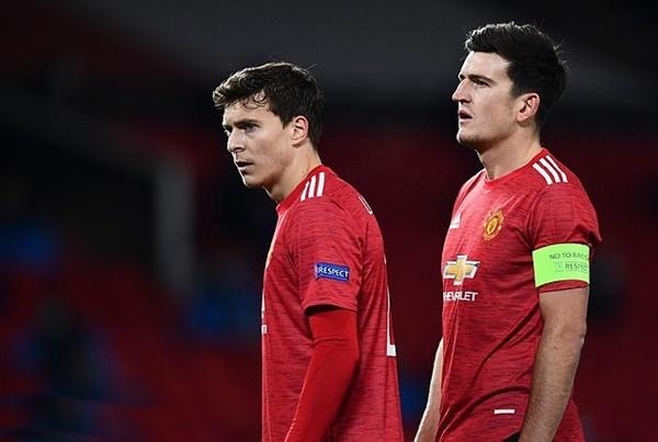 Ole Gunnar Solskjaer must fix two vital Man Utd positions after cracks exposed - Bóng Đá