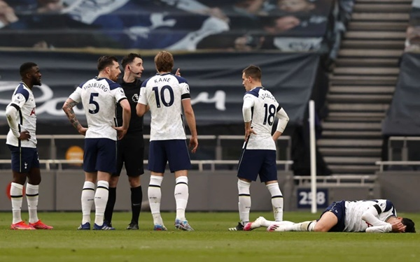 Son Heung-min practised rolling on the ground long before Mourinho and Solskjaer squabble - Bóng Đá