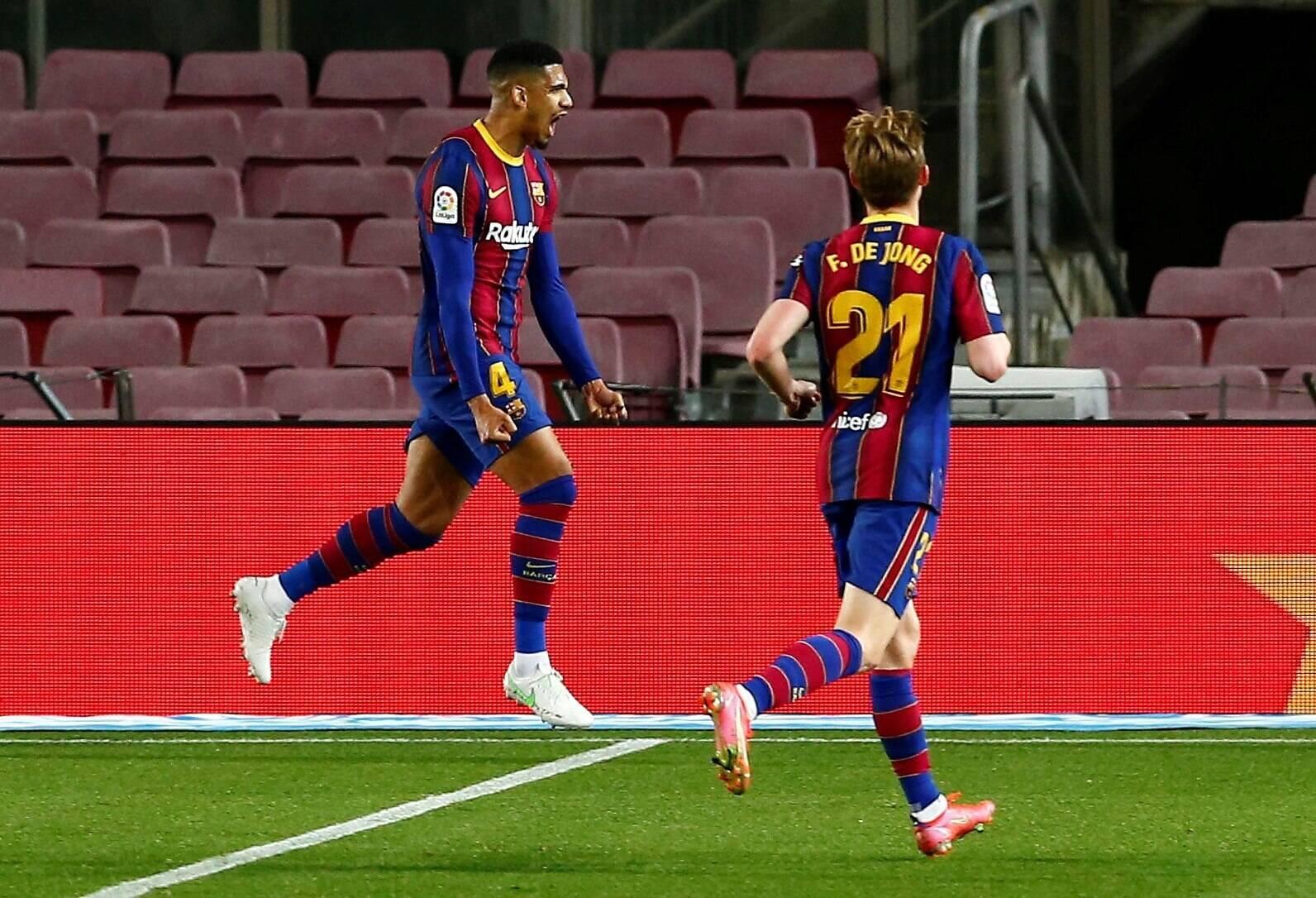 Ronald Araujo: Messi bảo rôi đến vị trí đó - Bóng Đá