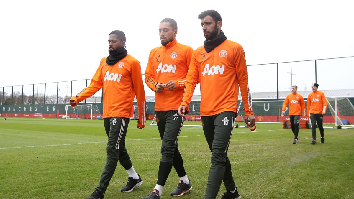 Manchester United star Bruno Fernandes explains 'fight' with Fred and Alex Telles - Bóng Đá
