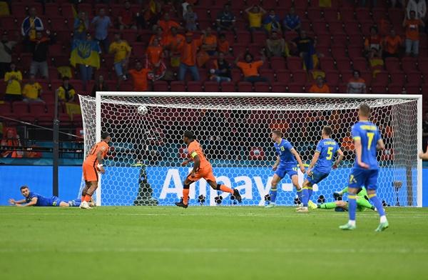 TRỰC TIẾP Hà Lan 1-0 Ukraine: Wijnaldum mở tỷ số (H2) - Bóng Đá