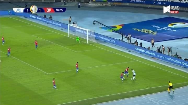 Messi vs 7 cầu thủ Chile - Bóng Đá
