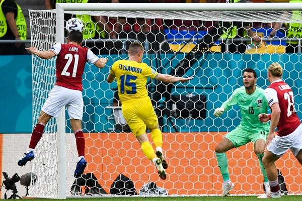 TRỰC TIẾP Ukraine 0-1 Áo: Suýt có bàn phản lưới nhà (H2) - Bóng Đá