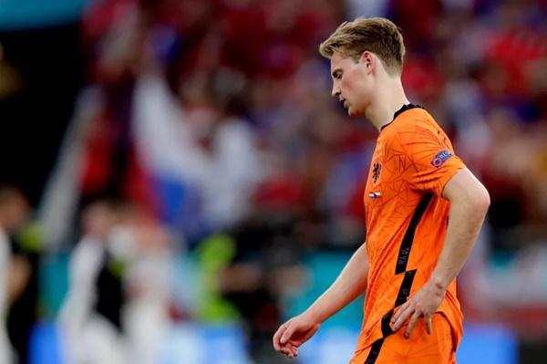 Frenkie de Jong tries to explain Netherlands' Euro 2020 exit - Bóng Đá