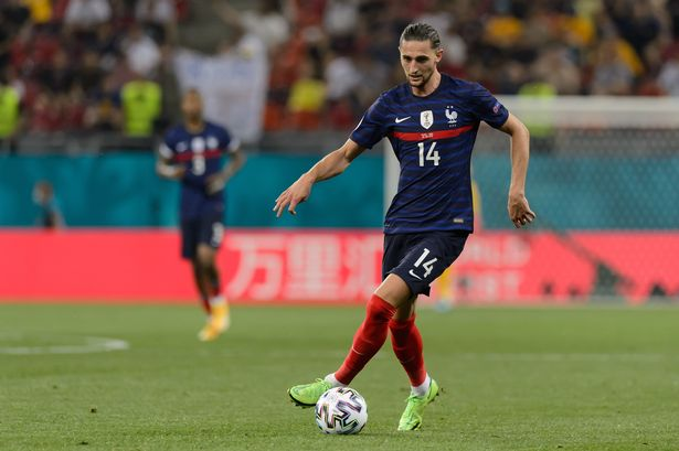 Man Utd scout watches Adrien Rabiot in France win over Switzerland at Euro 2020 - Bóng Đá