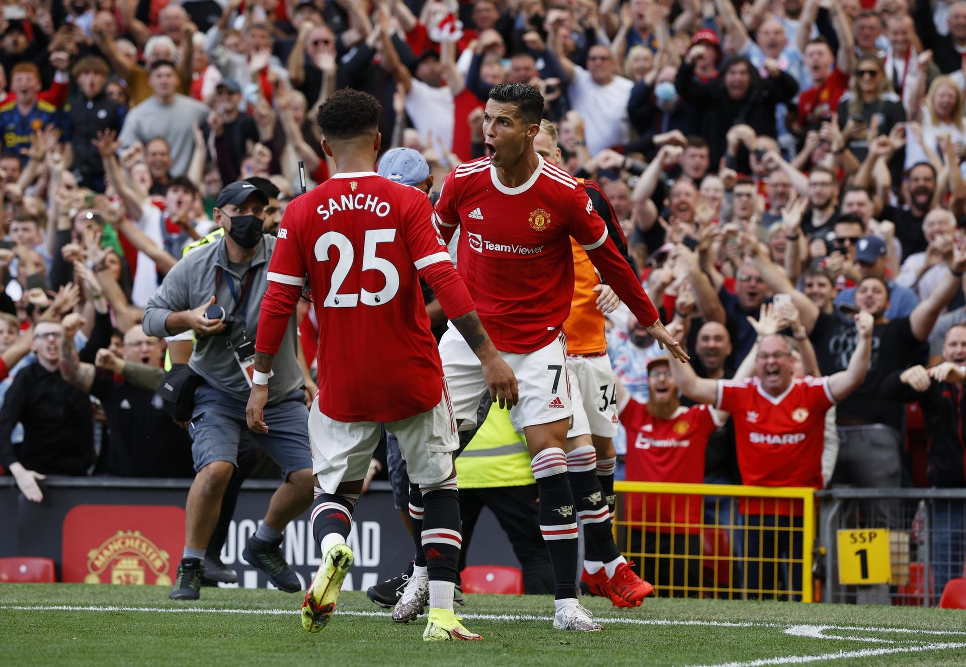 Gary Neville does not expect Ronaldo to turn Man Utd into champions this season - Bóng Đá