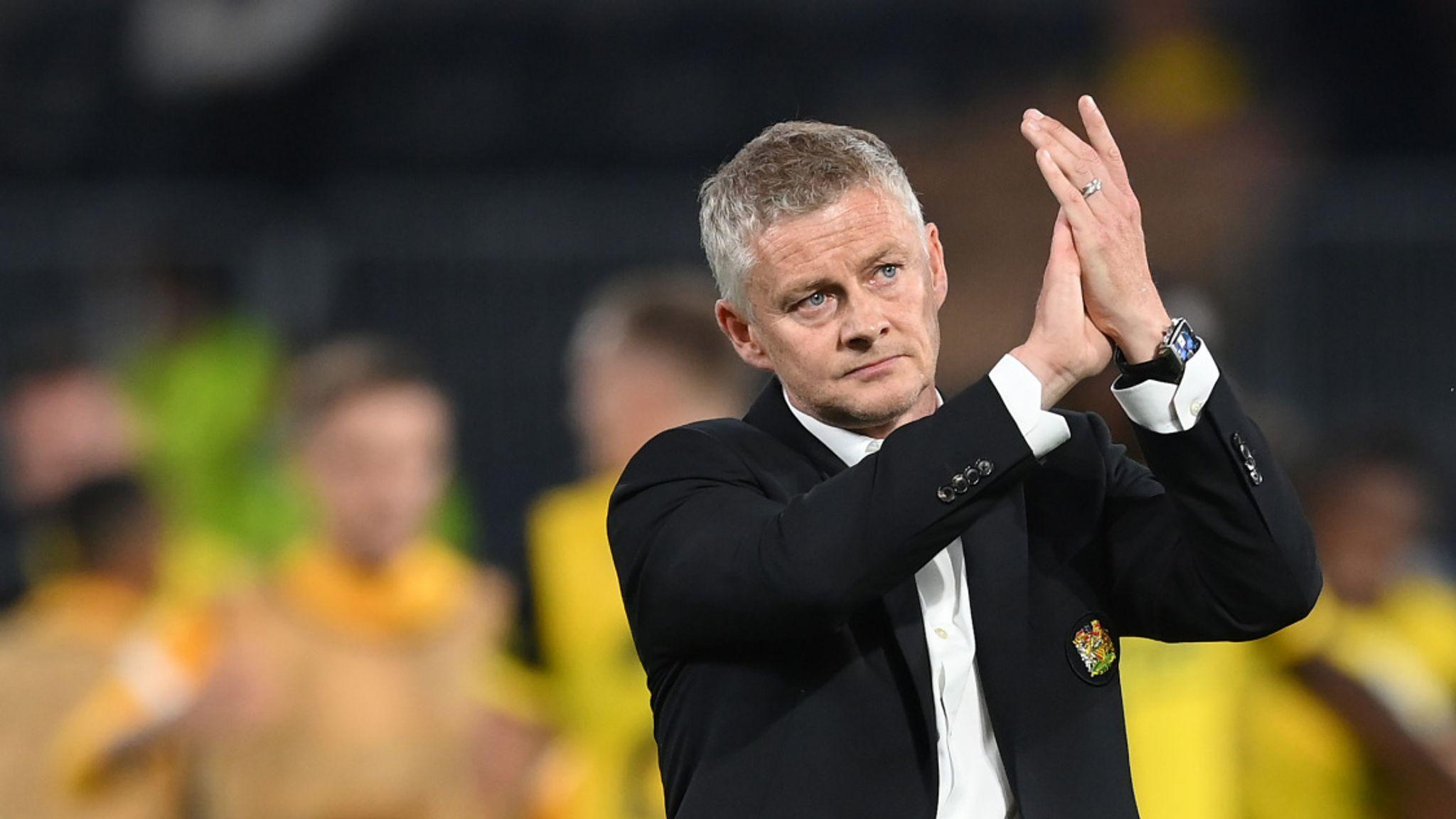 Ole Gunnar Solskjaer questions referee's decision to send off Aaron Wan-Bissaka - Bóng Đá