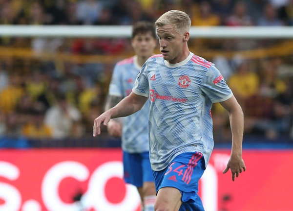 Manchester United fans react to Donny van de Beek's performance - Bóng Đá