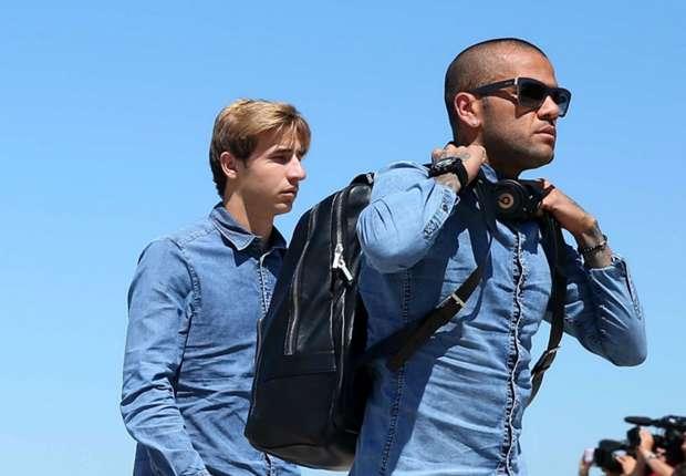 Alves cần cân nhắc tương lai. Ảnh internet.