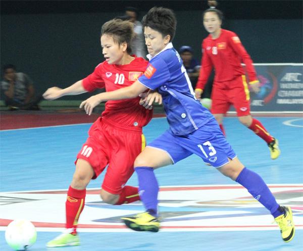ĐT Futsal Nữ Việt Nam thất bại 1-2 trước Thái Lan. Ảnh: Internet.