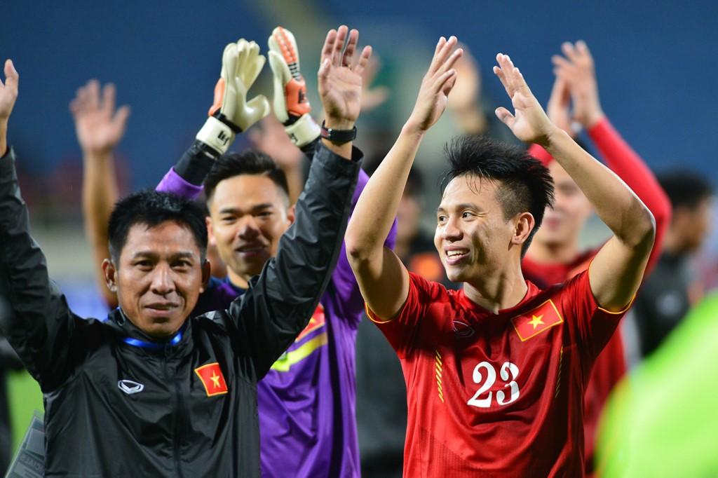 """Đội tuyển nữ Việt Nam: Có một nỗi đau còn hơn cả """"rổ đựng bóng""""…"""