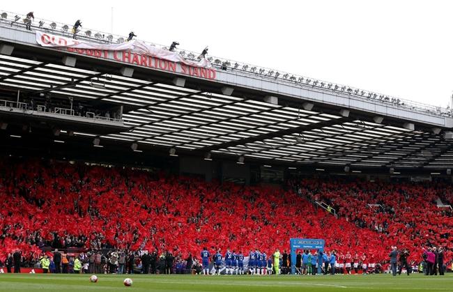 Trước trận đấu, CLB Manchester United đã có màn tri ân Sir Bobby Charlton. Tháng hai vừa qua ban lãnh đạo Quỷ đỏ cũng đã chính thức đổi tên khán đài South Stand của Old Trafford thành Sir Bobby Charlton và đây là dịp để ra mắt tên gọi mới này. Ảnh: Internet.