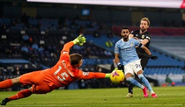 Bàn thủng lưới quá sớm khiến Burnley chỉ còn biết chịu trận trong phần còn lại của trận đấu.