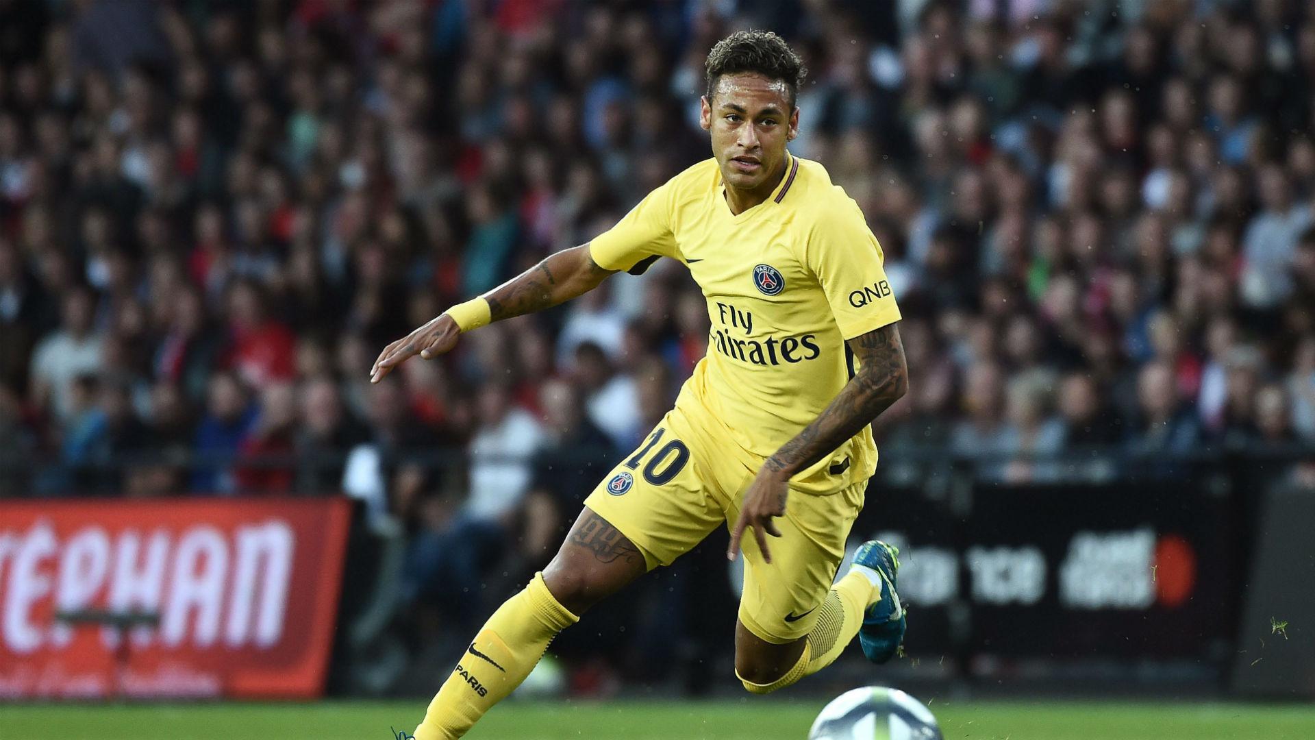 Chán sân cỏ, Neymar đá bóng trên không trung - Bóng Đá