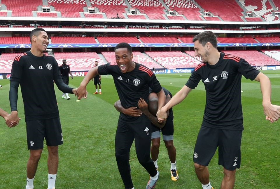 Thương binh trở lại, buổi tập của Man Utd rộn tiếng cười - Bóng Đá