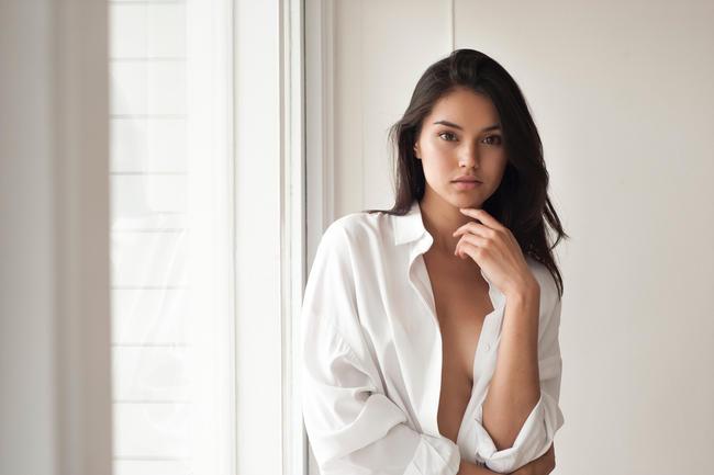 Gu thời trang sexy hết nấc của người đẹp lai Kara Zwaanstra - Bóng Đá