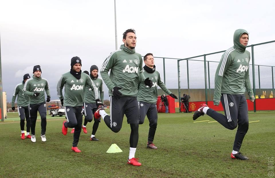 Lingard khiến Sanchez cười nắc nẻ trước đại chiến Tottenham - Bóng Đá
