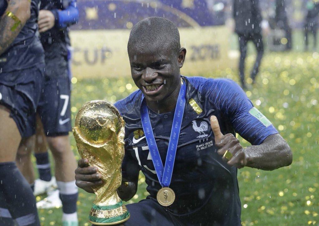Kante nói về cảm giác cầm trên tay cúp vàng World Cup - Bóng Đá