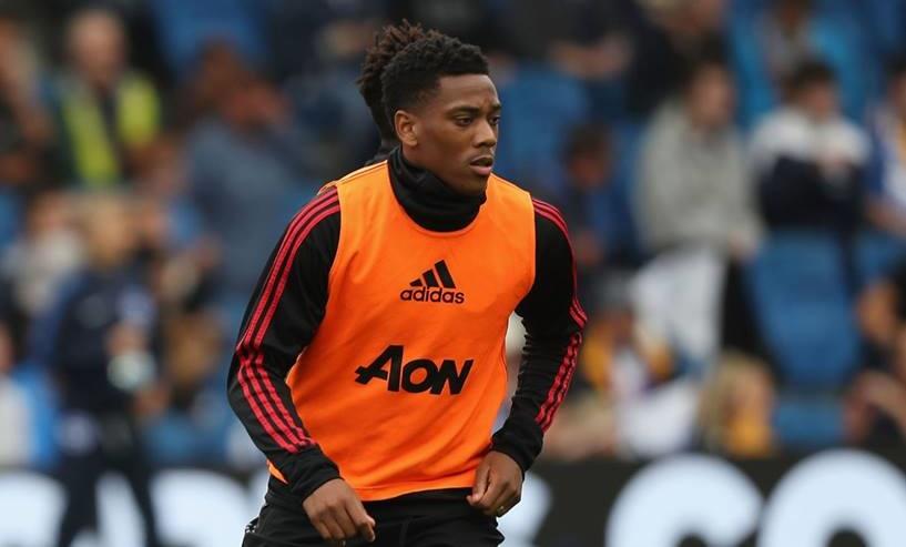 CĐV Man Utd vui khôn tả khi Martial thế chỗ Sanchez - Bóng Đá