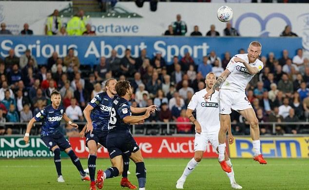 Chùm ảnh: Bielsa đưa Leeds lên ngôi đầu - Bóng Đá