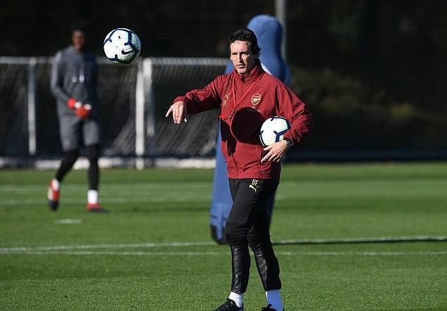 Chiến thắng thứ 10 cận kề, Ozil và cầu thủ Arsenal dốc hết sức trên sân tập - Bóng Đá
