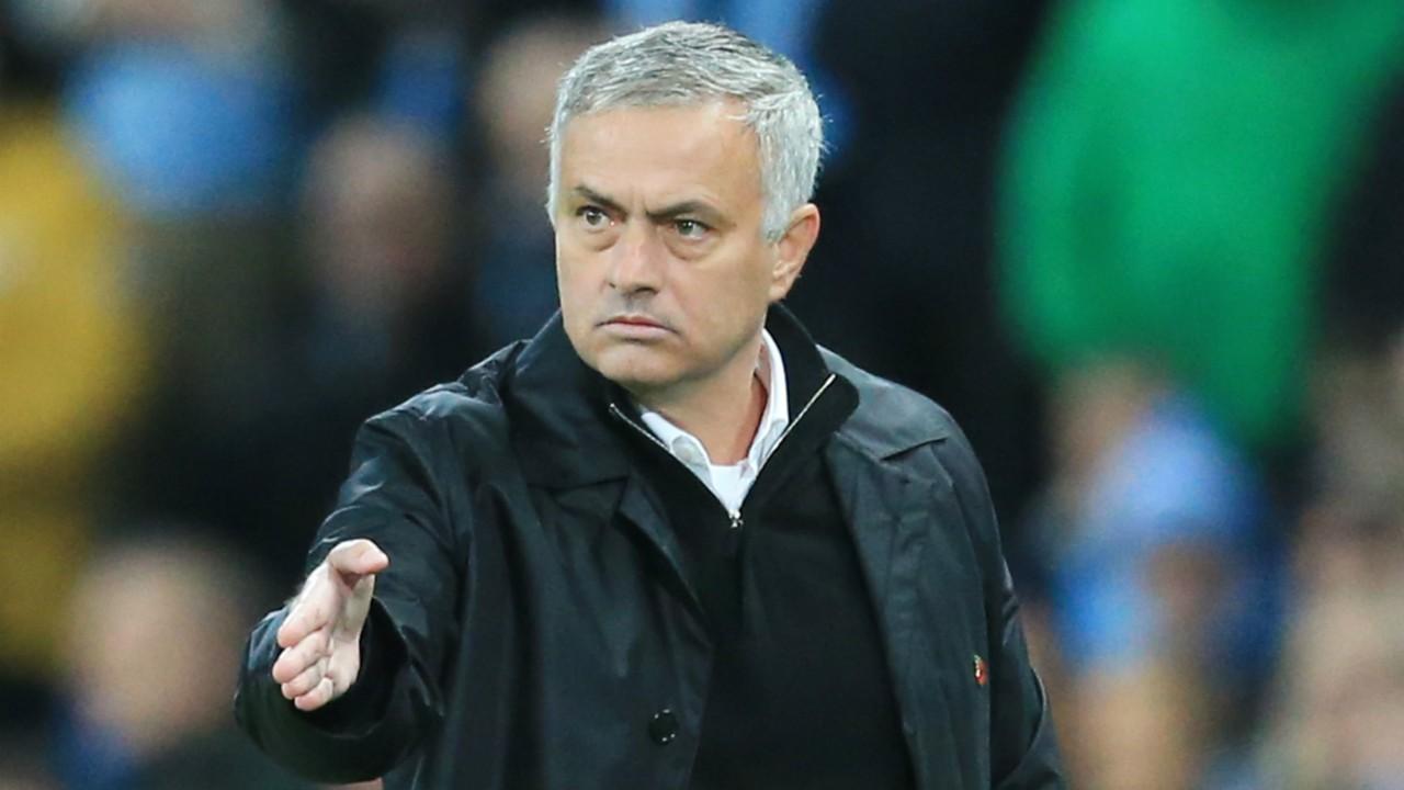 Xong! BLĐ Man Utd ra điều kiện cực khó để sa thải Mourinho - Bóng Đá