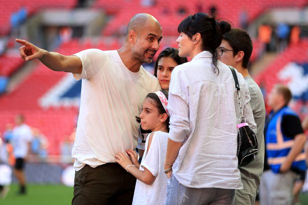 Pep Guardiola's wife returns to Spain after three years in Manchester - Bóng Đá