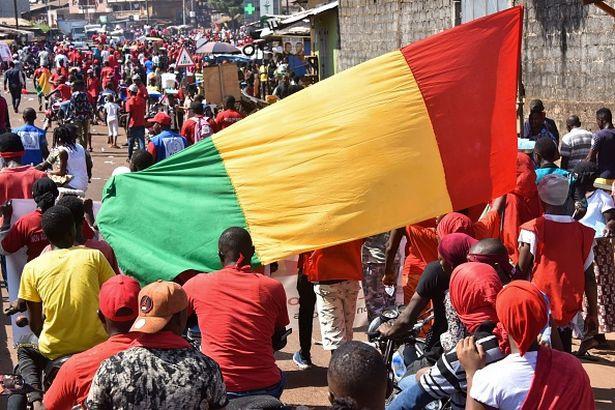 At least eight footballers die in Guinea bus crash - Bóng Đá