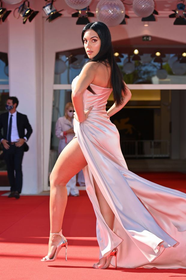 Georgina Rodriguez jets off to 77th Venice Film Festival after Cristiano Ronaldo links up with Portugal - Bóng Đá