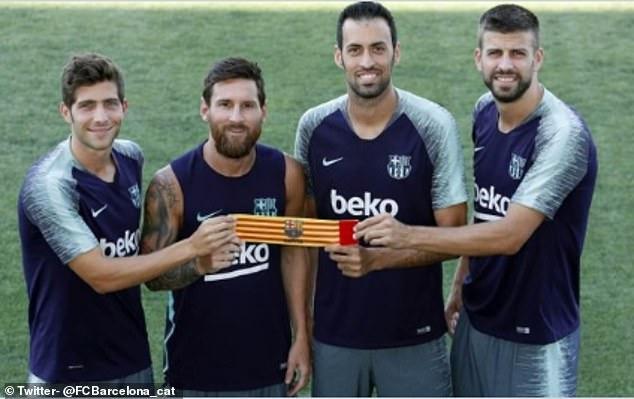 Lionel Messi KEEPS Barcelona captaincy despite asking for a transfer away from the Camp Nou this summer - Bóng Đá