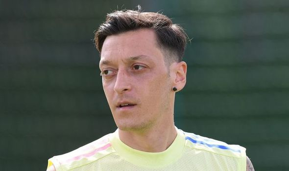 Arsenal star Mesut Ozil 'rejects Saudi Arabia transfer' as Stan Kroenke frustrations grow - Bóng Đá