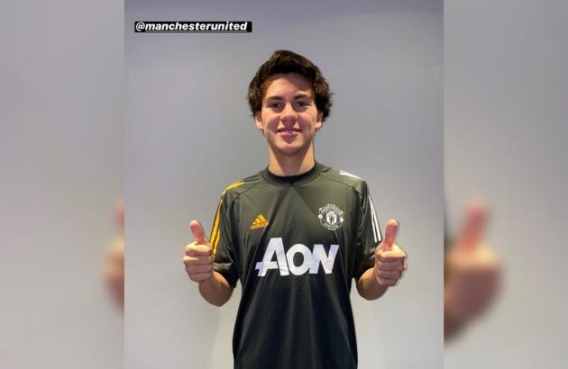 Facundo Pellistri in Man Utd shirt - Bóng Đá