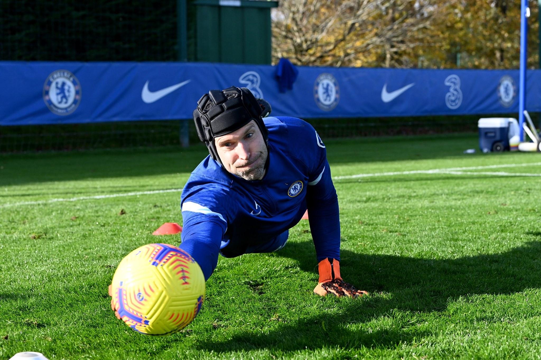 Petr Cech training - Bóng Đá