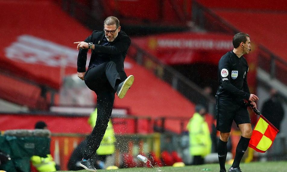 Thua M.U tức tưởi, HLV đối thủ có động thái giận dữ giống Mourinho - Bóng Đá