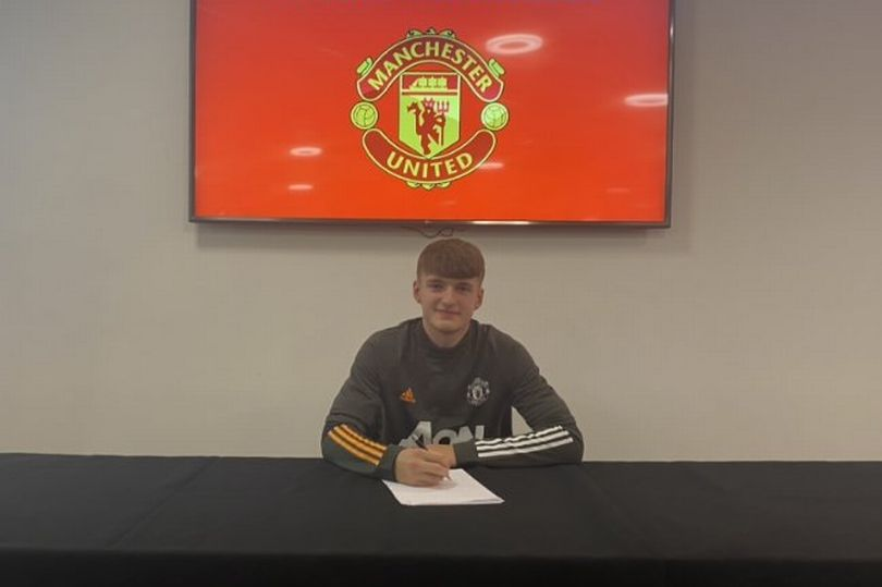 Manchester United complete signing of Jack Kingdon - Bóng Đá
