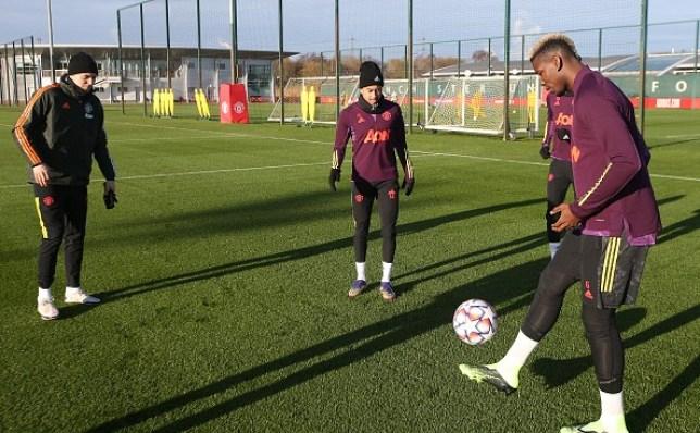 Paul Pogba returns to Manchester United training before Paris Saint-Germain clash - Bóng Đá