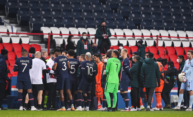 PSG vs Istanbul Basaksehir to be resumed from 14th minute at 5.55pm today but Man Utd out of Champions League regardless - Bóng Đá