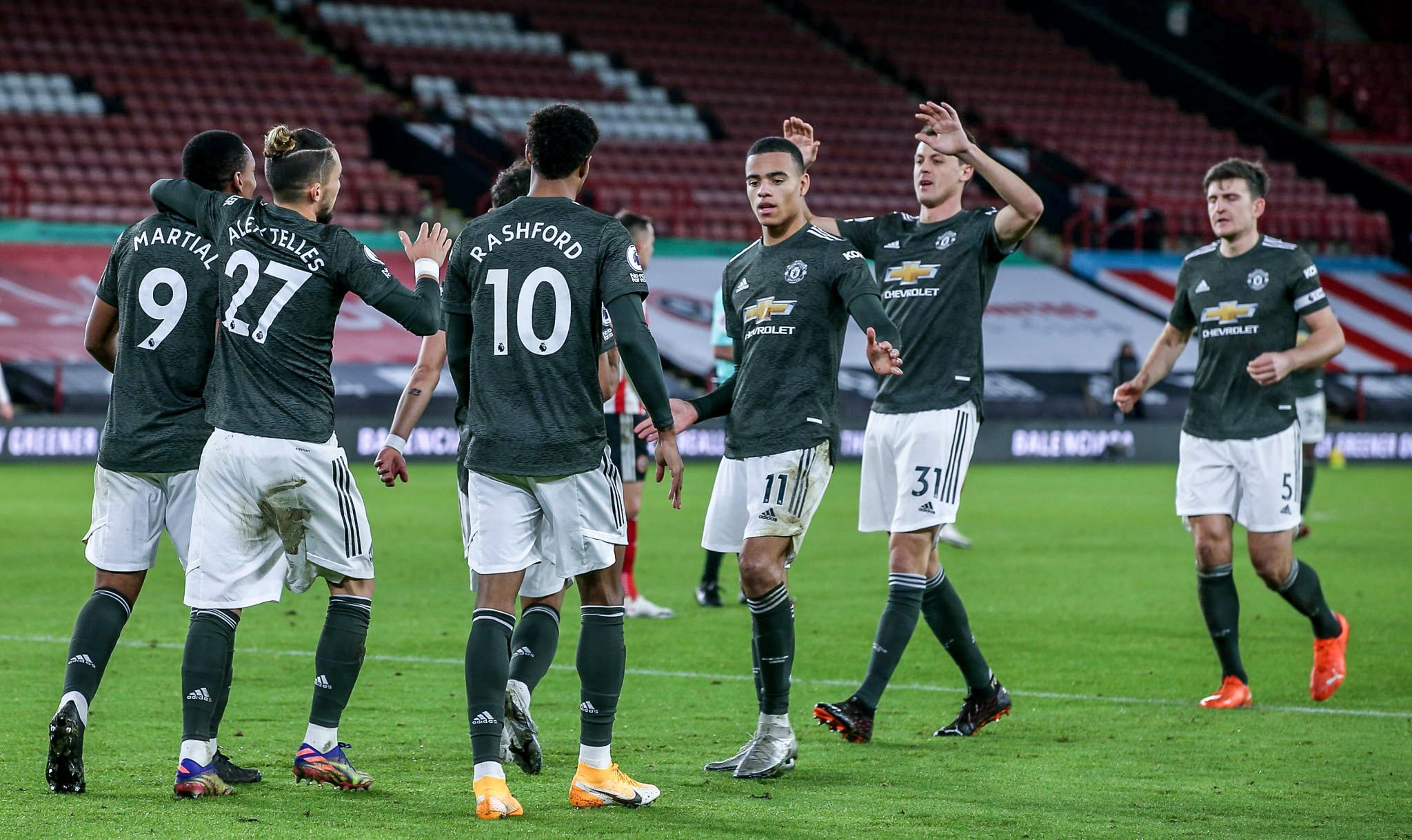 Manchester United are the 3rd team in Premier League history to win 10 consecutive away games: - Bóng Đá