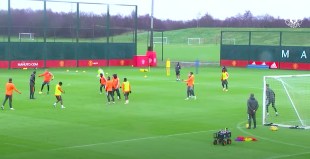 Amad Diallo shows frustration in first Man Utd session as Donny van de Beek grabs attention - Bóng Đá