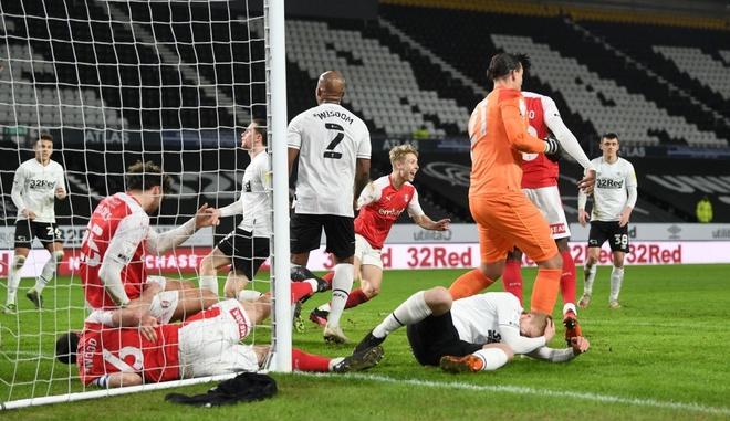 Rooney's debut with a defeat - Bóng Đá