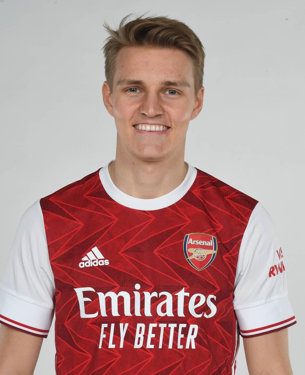 Chùm ảnh Martin Odegaard ra mắt Arsenal - Bóng Đá