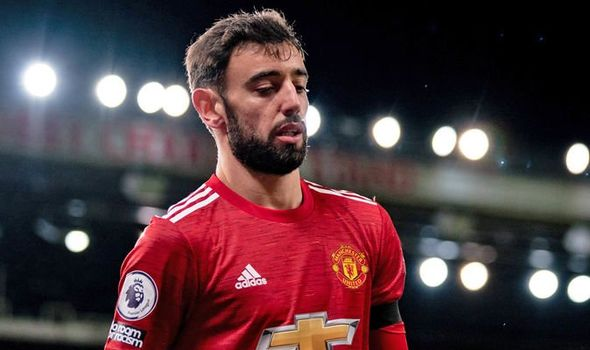 Manchester United star Bruno Fernandes stalling on new contract as worrying details emerge - Bóng Đá