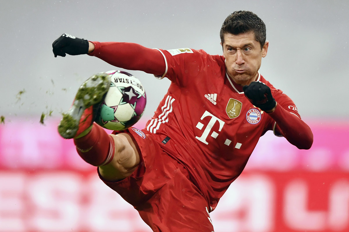 Robert Lewandowski overtakes Raul on scoring chart - Bóng Đá