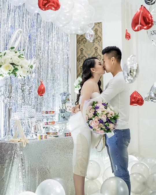 Bóng hồng xinh đẹp và Văn Thanh đã