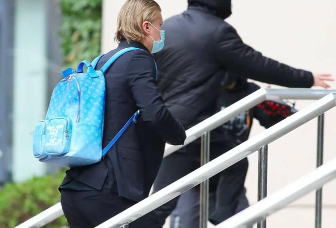 Erling Haaland arrives at Lowry hotel - Bóng Đá