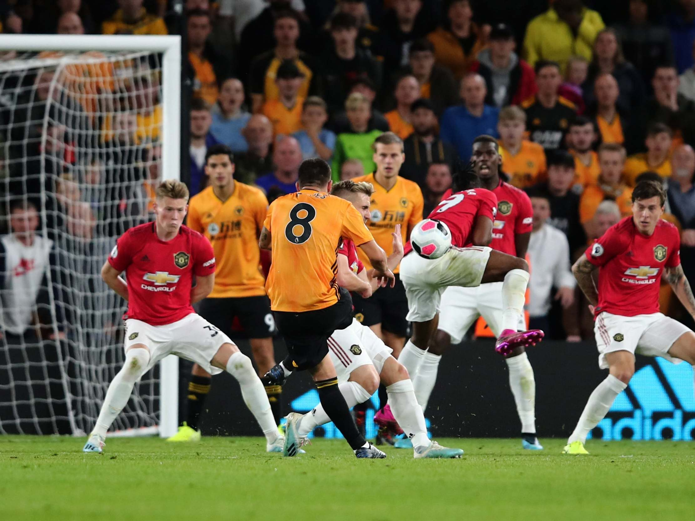 Premier League side will sell star to Man United this summer if valuation of £30m+ is met - Ruben Neves.  - Bóng Đá
