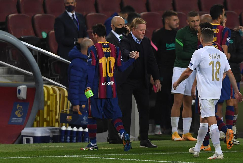 Koeman left stunned: Barcelona deserved late penalty vs. Real Madrid - Bóng Đá