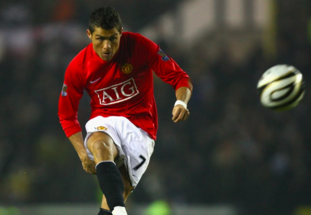 Top 5 cầu thủ sút phạt xuất sắc nhất lịch sử Premier League: Số 1 không ai khác! - Bóng Đá