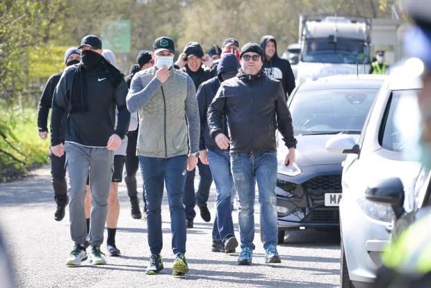 Đại bản doanh Man Utd bị đột kích sau sự cố Super League - Bóng Đá